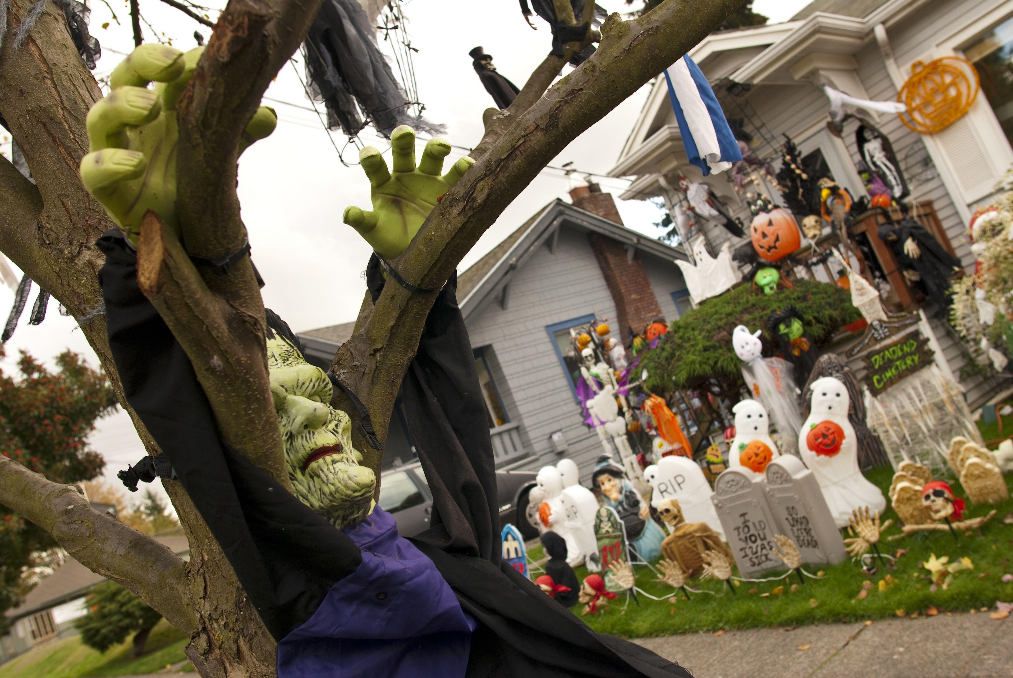 10 Best Outdoor Halloween Decorations Porch Decor Ideas For Halloween
