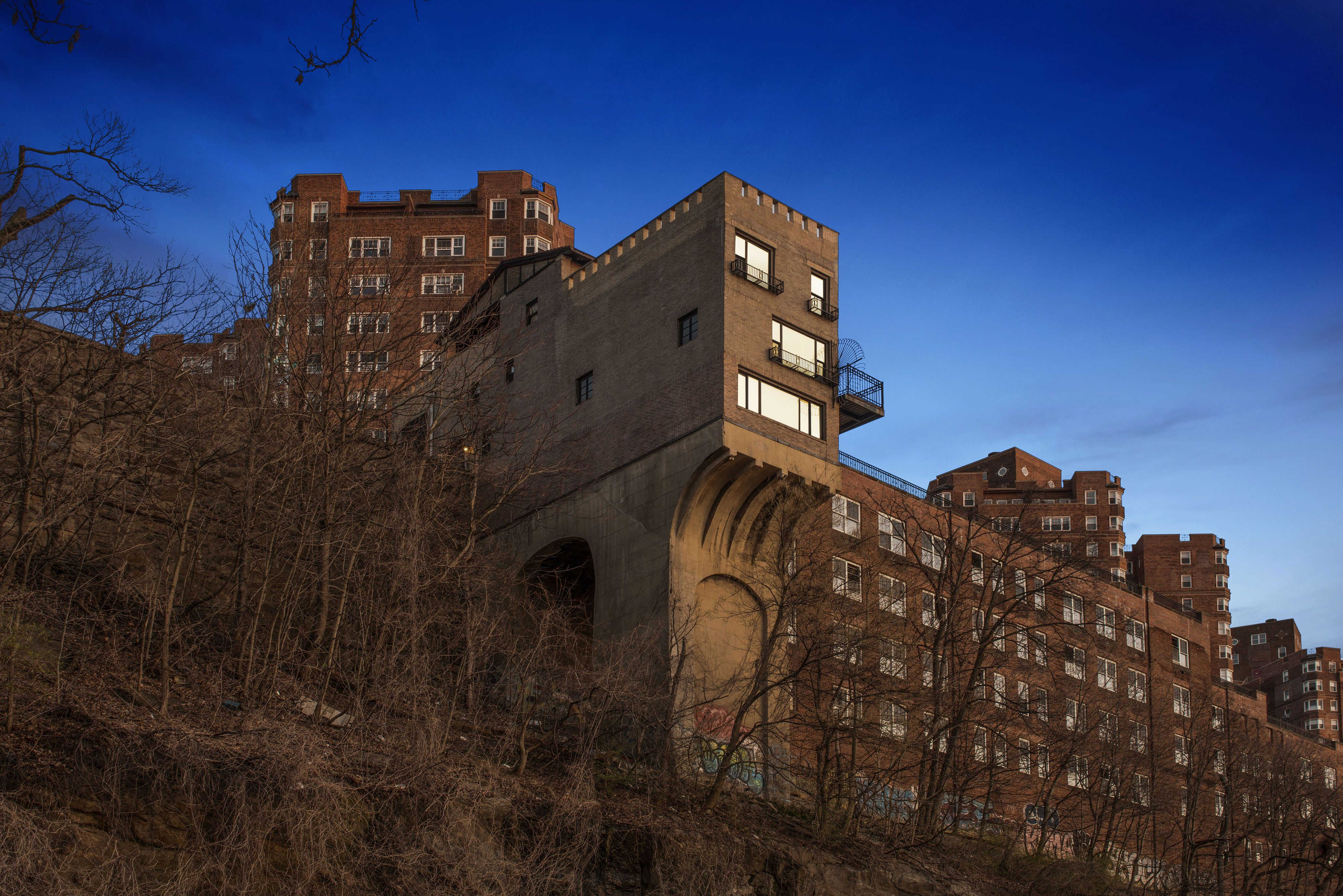 Mountain Houses Cliffside And Mountain Views - 18 incredible cliff side dwellings around world