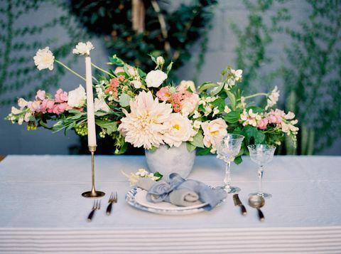 20 christmas flower arrangements winter holiday flower arranging ideas christmas flowers mightylinksfo