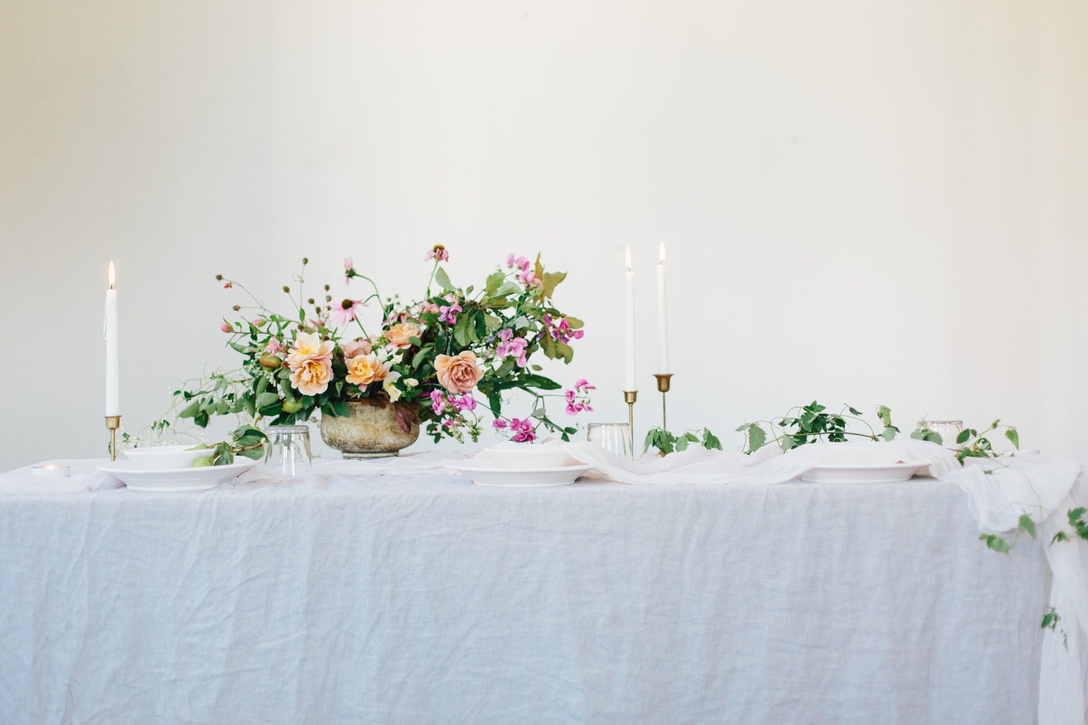 20 Christmas Flower Arrangements - Winter Holiday Flower Arranging Ideas