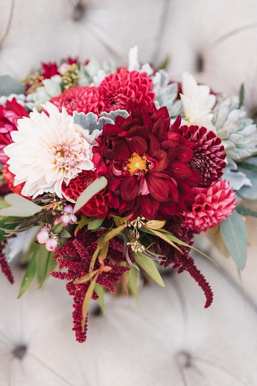20 christmas flower arrangements winter holiday flower arranging ideas - Red Christmas Flowers