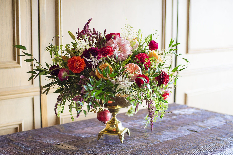 20 Christmas Flower Arrangements - Winter Holiday Flower Arranging ...