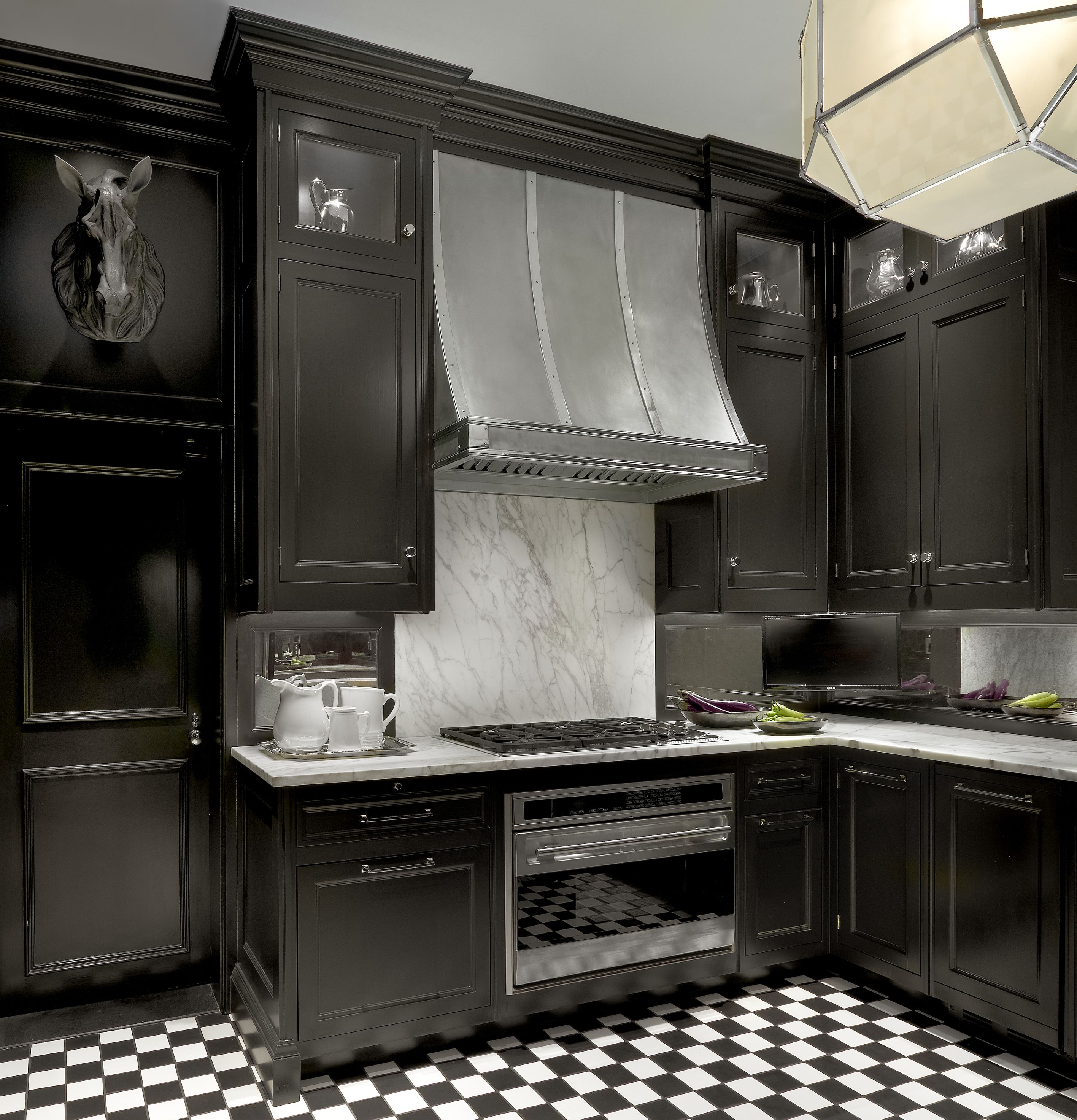 30 Best Black Kitchen Cabinets   Kitchen Design Ideas With Black Cupboards Part 28