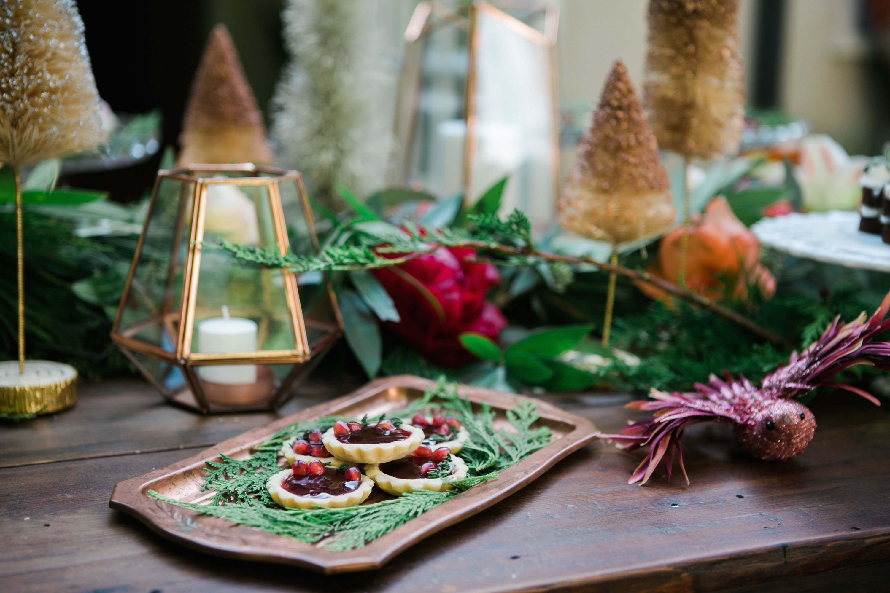 15 Best Christmas Table Decorations - Ideas for Holiday Dinner Tablescape