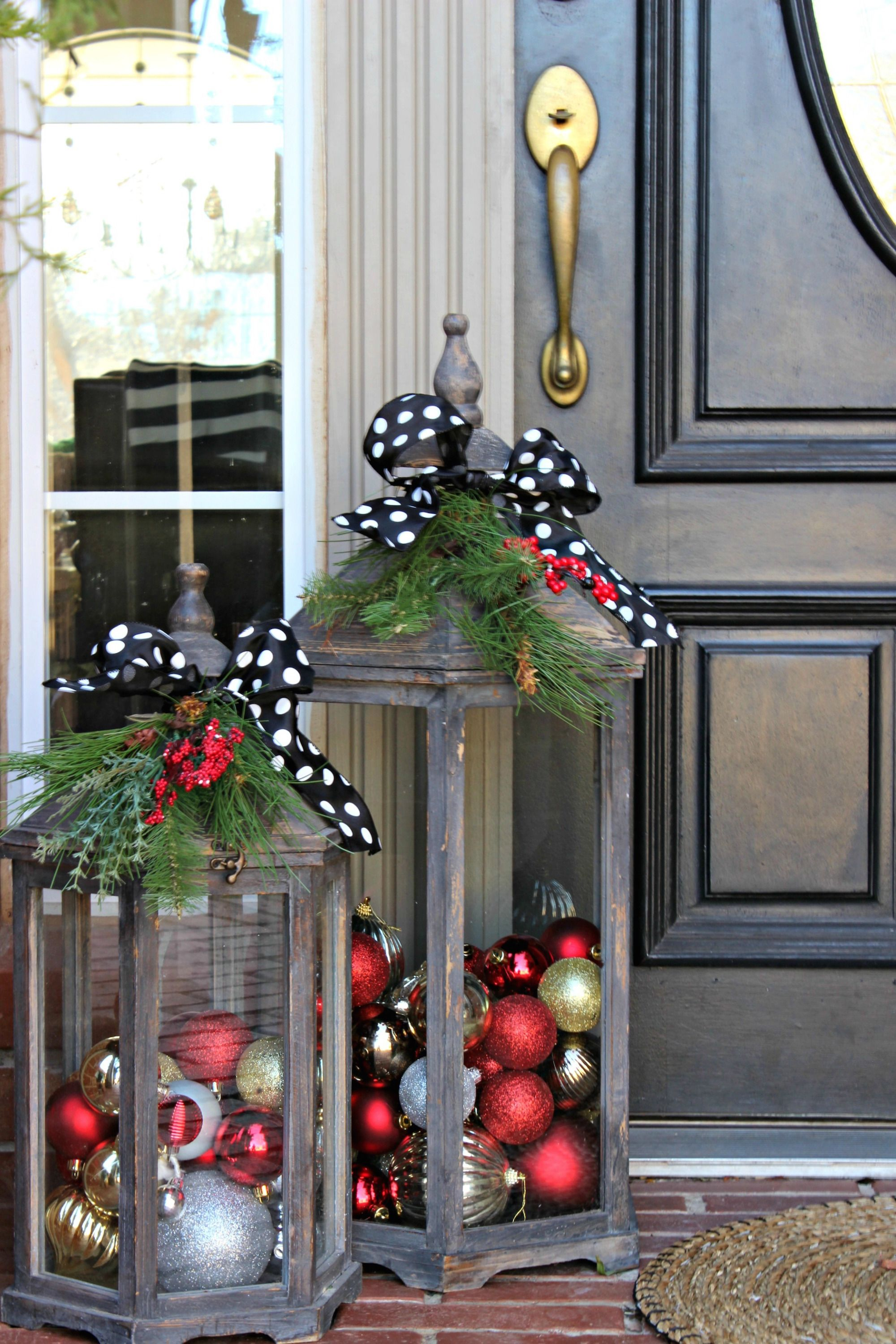 13 Outdoor Christmas Decoration Ideas - Stylish Outside Christmas ...