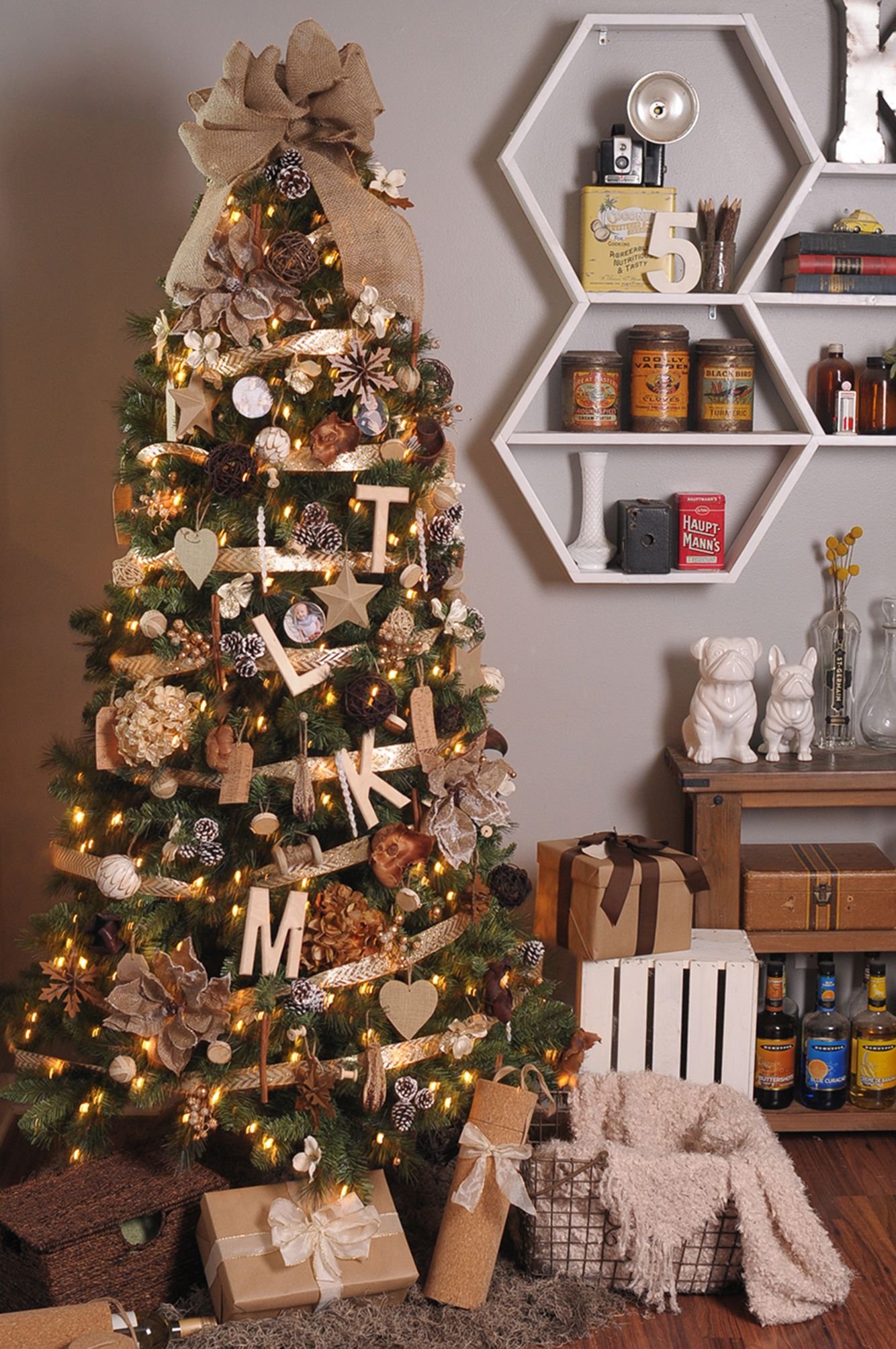 stunning christmas tree ideas 2018 best christmas tree decorating tips - Christmas Decor Without A Tree