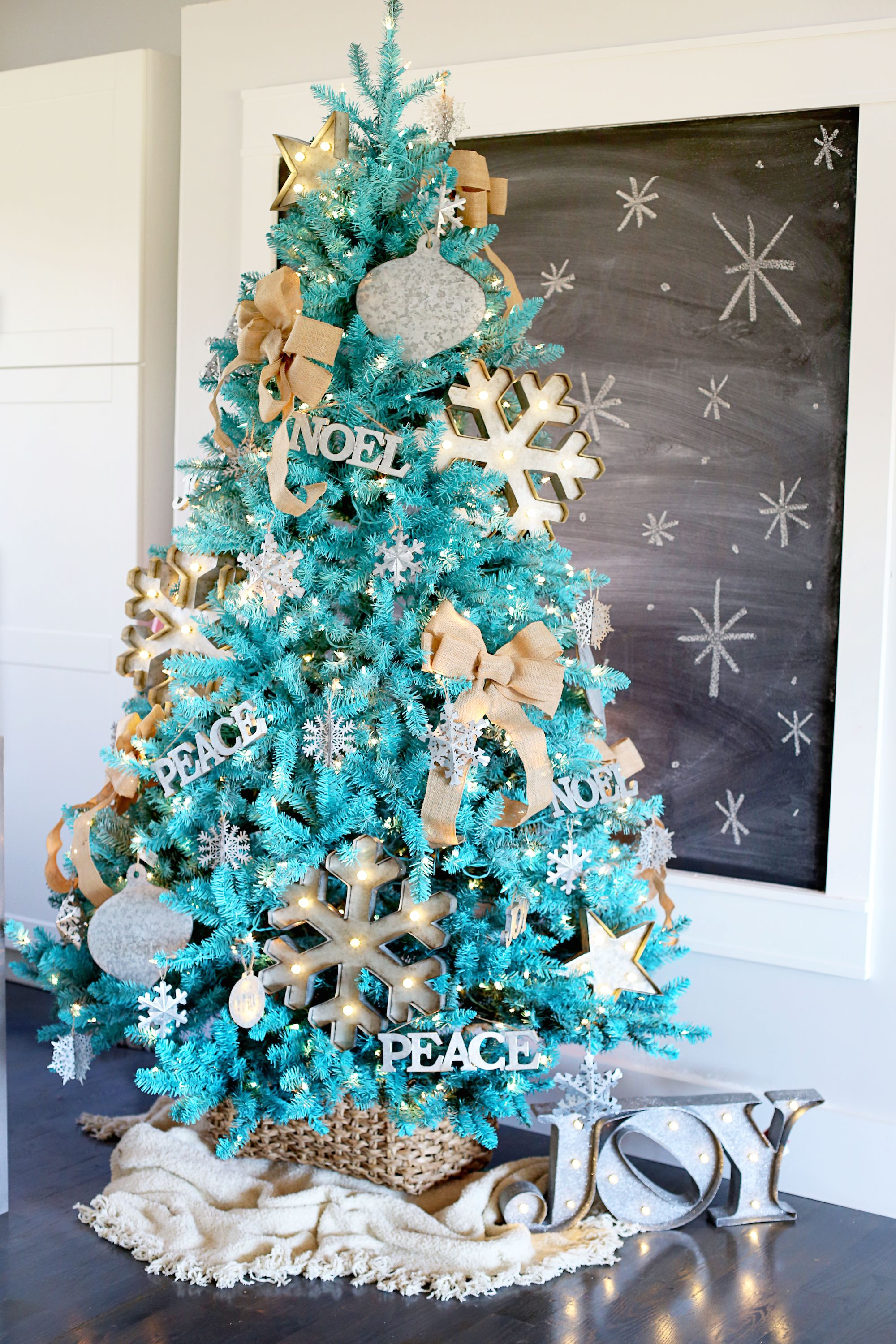 stunning christmas tree ideas 2018 best christmas tree decorating tips - Turquoise Christmas Tree Decorations