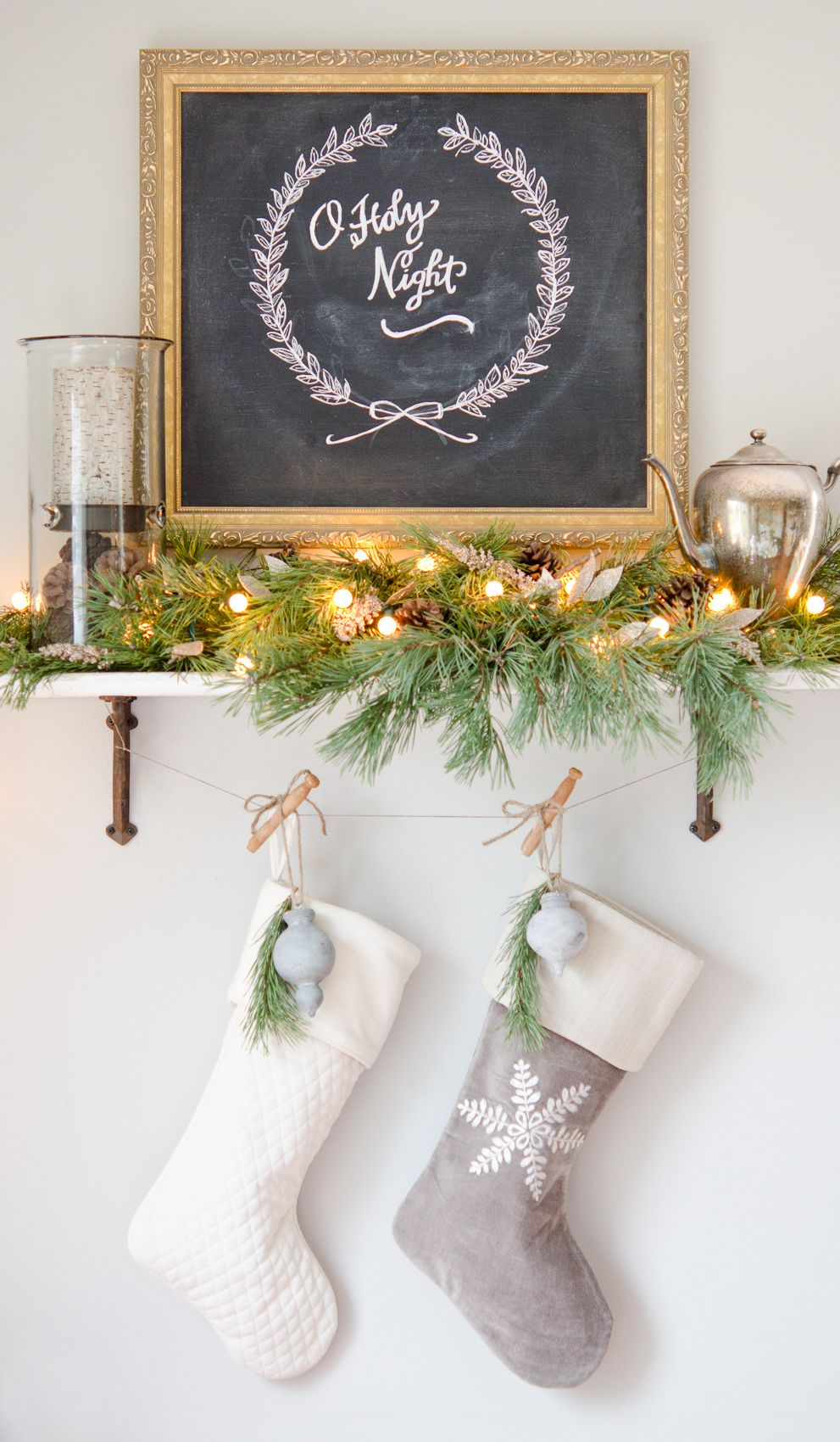 Superior Holiday Decoration Ideas Part - 9: 27 Easy Christmas Home Decor Ideas - Small Space Apartment Decoration For  Holidays
