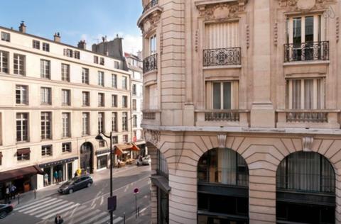 Window, Facade, Neighbourhood, Building, Street, Mixed-use, Metropolitan area, Apartment, Metropolis, Commercial building,