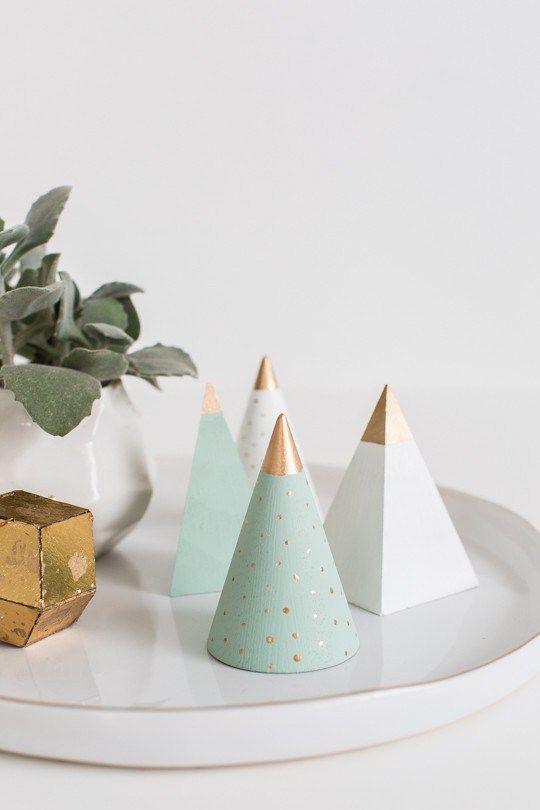 15 minimalist christmas decor ideas for Elle decor christmas tree