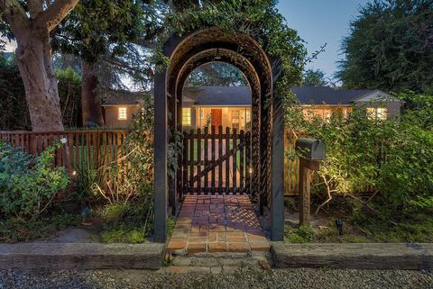 Plant, Shrub, Gate, Arch, Garden, Iron, Groundcover, Shade, Walkway, Landscaping,