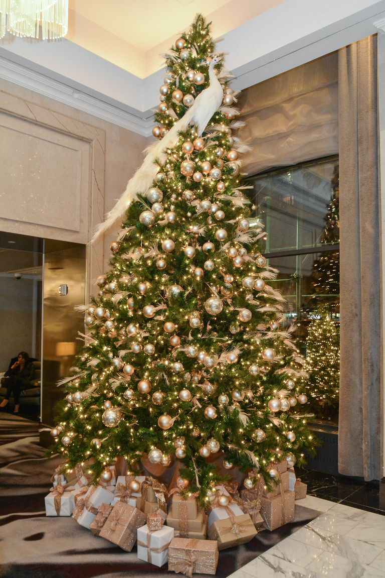 10 best hotels to spend christmas in this year luxury hotels for Elle decor christmas tree