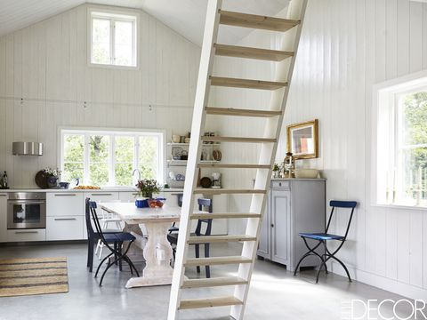 Tour A Minimalist Cottage With Scandinavian Design - Summer House ...