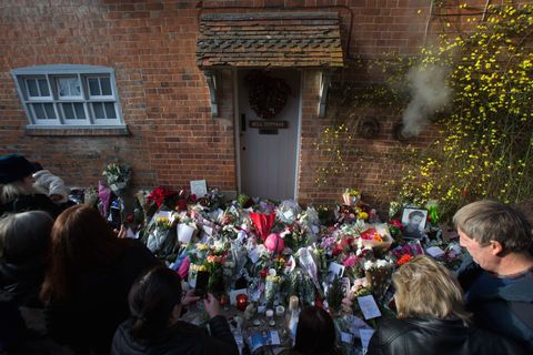 George Michael Tributes At His London And Goring Homes George Michael Dies In England,Small Space Small Built In Cabinets Bedroom