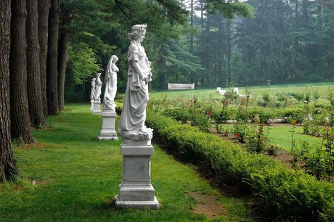 Plant, Sculpture, Shrub, Garden, Park, Classical sculpture, Memorial, Monument, Artifact, Statue,