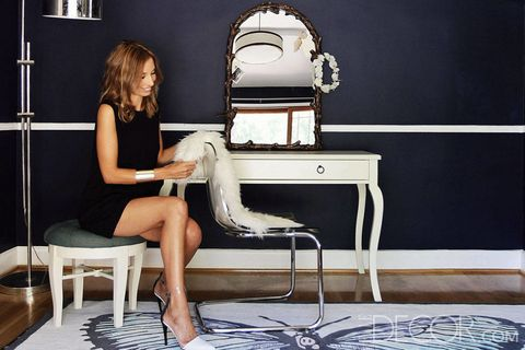 Human leg, Sitting, Foot, Blond, Toe, Ankle, Insect, Barefoot, Lamp, Home accessories,