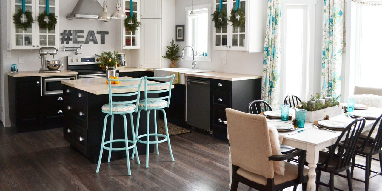 Holiday Home Tour: Teal and Green Make for an Unexpected, Festive Color Combination