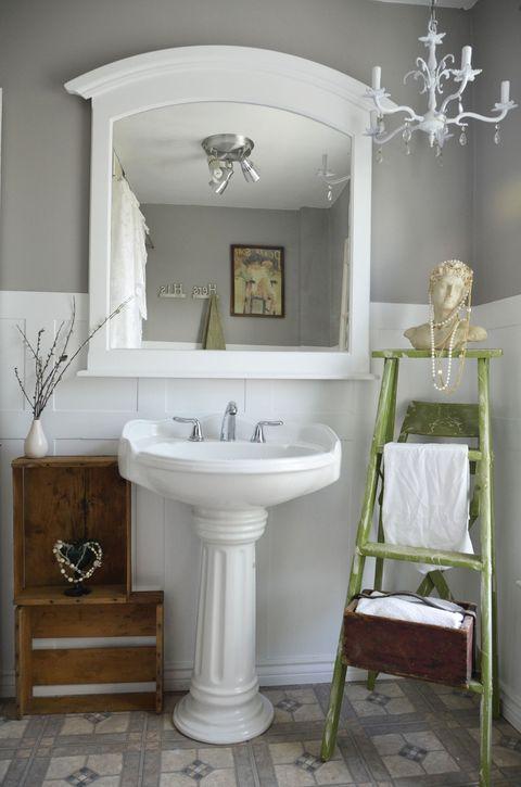 Room, Wood, Architecture, Bathroom sink, Property, Plumbing fixture, Interior design, Wall, Tap, Floor,