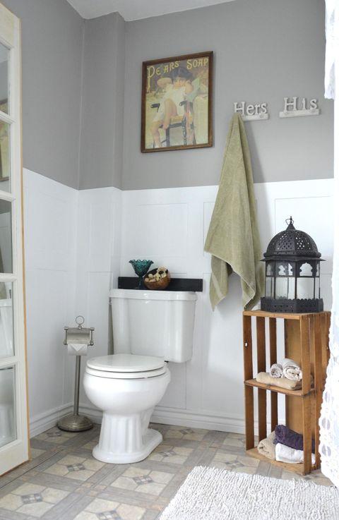 Room, Property, Toilet seat, Wall, Interior design, Toilet, Plumbing fixture, Ceramic, Tile, Shelving,