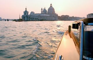 Waterway, Watercraft, Dome, City, Boat, Channel, Landmark, Dome, Byzantine architecture, Travel,