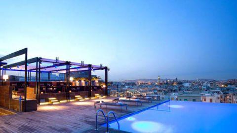 Swimming pool, Real estate, Evening, Azure, Shade, Dusk, Resort, Hotel, Leisure centre, Inn,