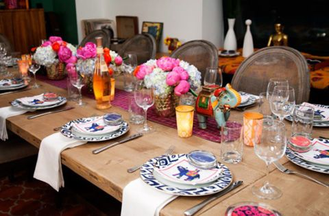 Serveware, Dishware, Tablecloth, Room, Table, Furniture, Linens, Tableware, Interior design, Glass,
