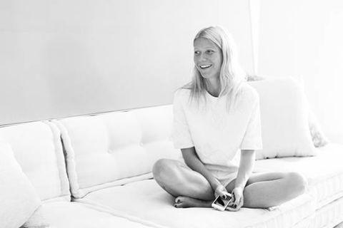 Comfort, Photograph, White, Sitting, Elbow, Knee, Monochrome, Snapshot, Foot, Blond,