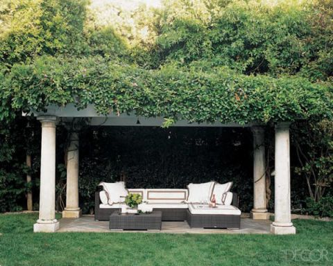Couch, Shrub, Shade, Outdoor furniture, Groundcover, Rectangle, studio couch, Yard, Park, Living room,