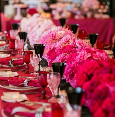 Garden hues dress the table at the wedding of Vogueu0027s Editor-in-Chief Anna Wintouru0027s son. Seen here. & The Most Beautiful Wedding Tablescapes From Instagram