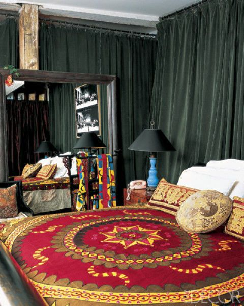 Room, Textile, Interior design, Carpet, Lamp, Linens, Home accessories, Rug, Lampshade, Window treatment,