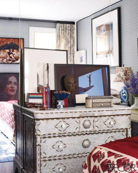 Interior design, Room, Flowerpot, Interior design, Picture frame, Linens, Houseplant, Display device, Drawer, Lamp,