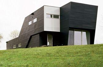 Strikingly Minimalist Weekend House