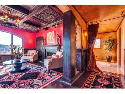 Interior design, Lighting, Room, Floor, Property, Flooring, Ceiling, Interior design, Carpet, Real estate,