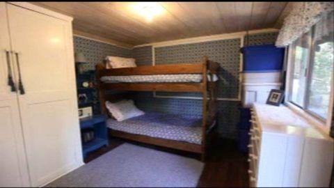 Wood, Room, Interior design, Bed, Property, Floor, Textile, Hardwood, Wall, Flooring,