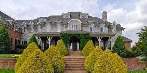 Plant, Residential area, Shrub, Property, Neighbourhood, Architecture, Facade, Home, Real estate, Garden,
