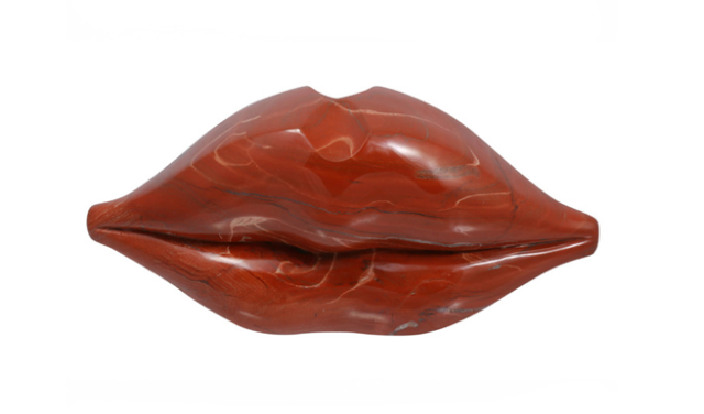 Ordinaire ... Salvador Dalí Lip Sofa Replica At Her Home) To Kelly Wearstleru0027s  Decorative Objects Sculpted Into Lip Form To Stella McCartneyu0027s Lip Printed  Spring 2014 ...
