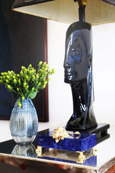 Sculpture, Bouquet, Centrepiece, Artifact, Vase, Majorelle blue, Interior design, Cobalt blue, Flower Arranging, Still life photography,