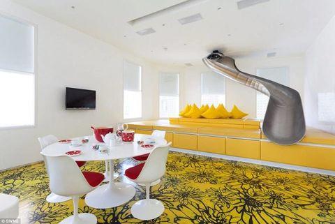 Room, Interior design, Wall, Ceiling, Glass, Floor, Interior design, Stemware, Dishware, Home accessories,