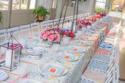 Tablecloth, Textile, Linens, Petal, Flower, Floristry, Flower Arranging, Cut flowers, Home accessories, Centrepiece,