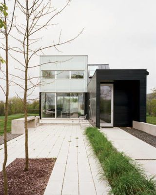 Minimalist weekend house
