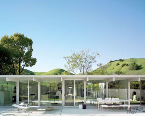 A Gracefully Modern Home