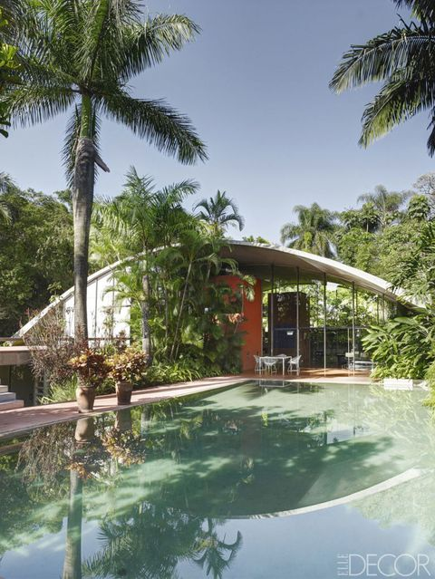"In architect <a target=""_blank"" href=""http://www.elledecor.com/design-decorate/house-interiors/g2410/modern-retreat-brazil-home-tour/"">Marcos Ayacaba's modern retreat in Brazil</a>, the roof, pool, and stairs are all made of concrete, and the surrounding gardens were designed by Marlene Acayaba."