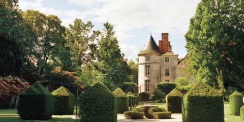 Property, Shrub, Tree, Garden, Real estate, House, Hedge, Manor house, Lawn, Villa,