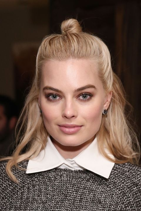 "Robbie is the latest to join the club of cool girls who sport the relaxed <a href=""http://www.elle.com/beauty/hair/how-to/g11696/street-style-hair-idea-the-half-bun/?"">half bun hairstyle</a>."