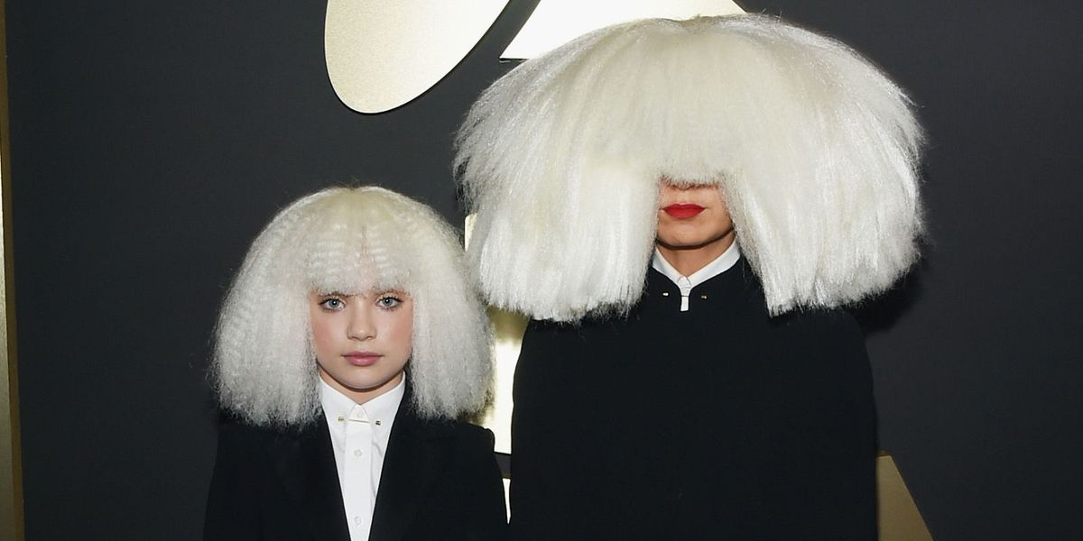 Maddie Ziegler and Sia in Matching Wigs at the Grammys - Maddie ...