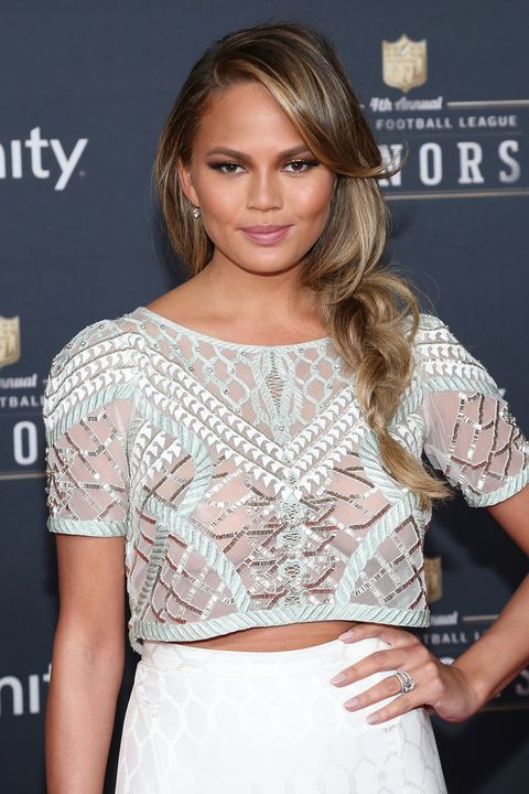 Chrissy Teigen showed up at the 2015 NFL Honors pre–Super Bowl event wearing a loose sideswept braid that would work just as well at the game as it would on the red carpet.