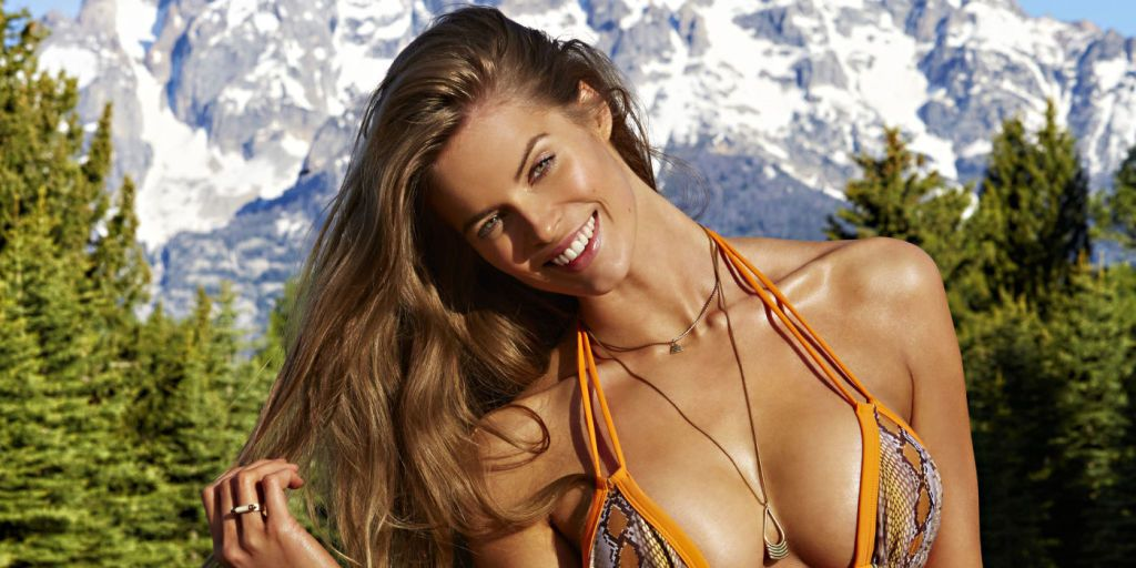 ff7e5440aa Nine Months Pregnant Robyn Lawley On Being Turned Away From Fashion Week  Because of Her Size