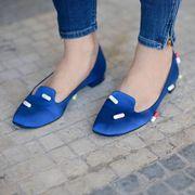 Blue, Human leg, Joint, Electric blue, Foot, Toe, Azure, Cobalt blue, Street fashion, Slipper,
