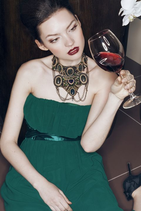 Dress, Shoulder, Hand, Joint, Style, Eyelash, One-piece garment, Fashion, Day dress, Cocktail dress,