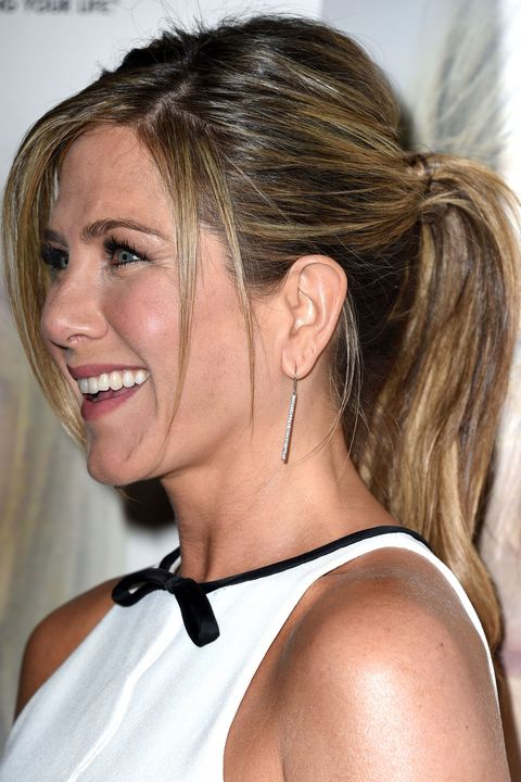Letface framing pieces fall into place like Jennifer Aniston does in thislow key version.